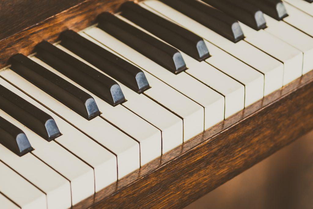 prova att spela instrument